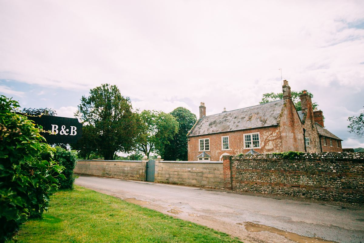where to get ready for larmer tree wedding