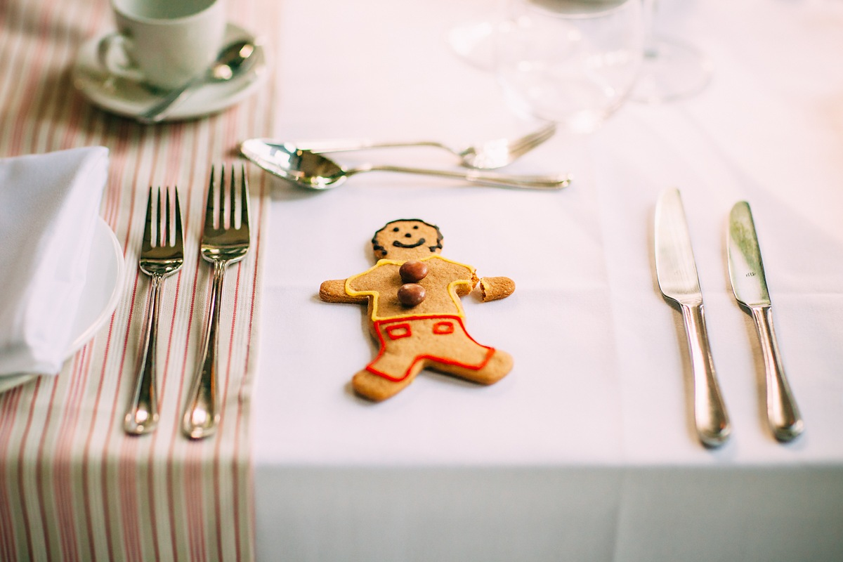 fun gingerbread wedding favours