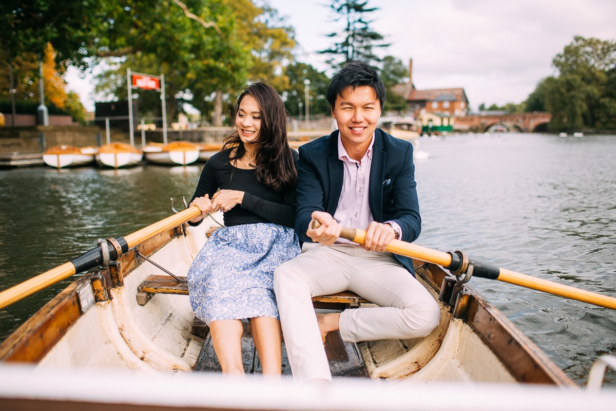 row boat engagement photos