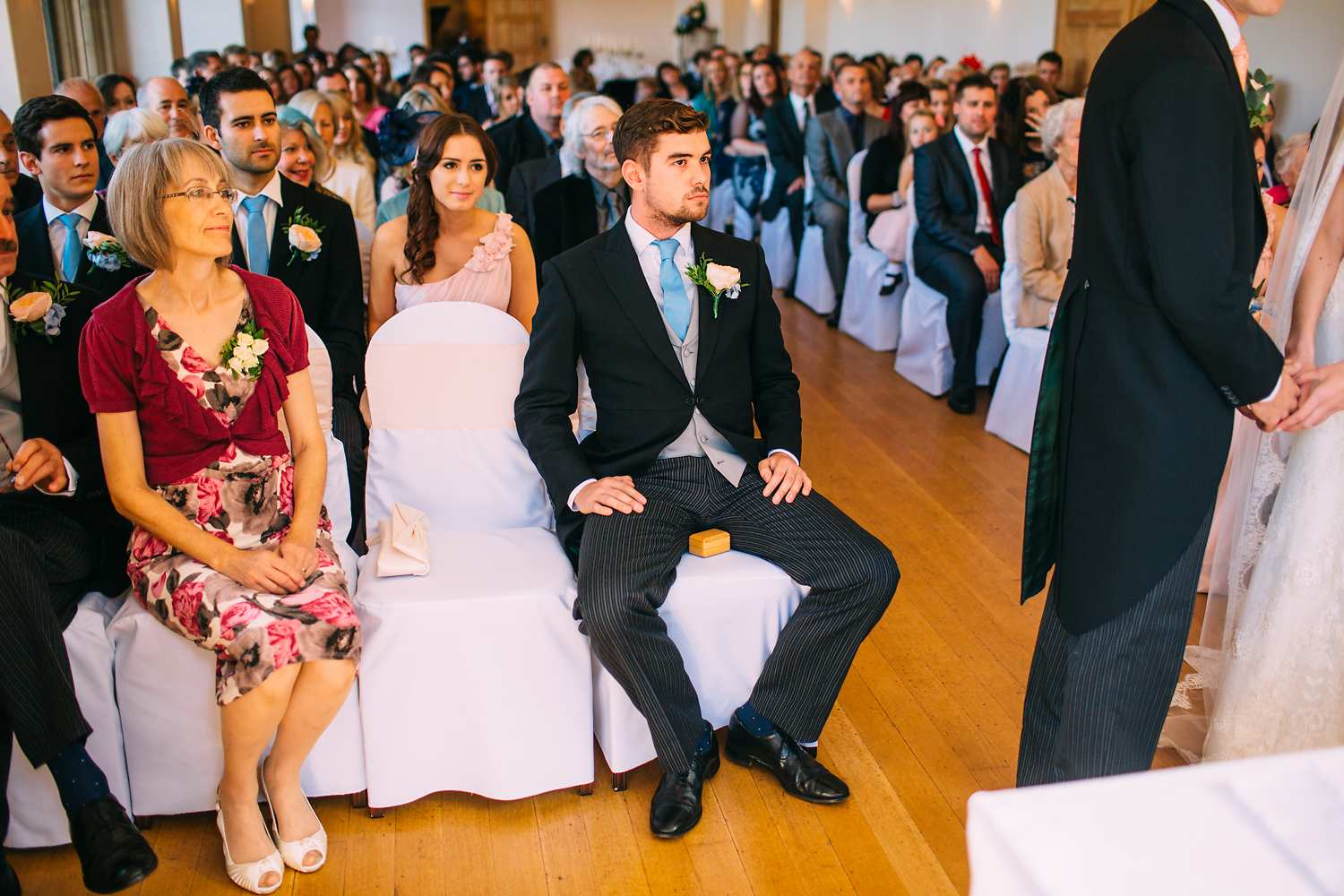 funny wedding photo of best man