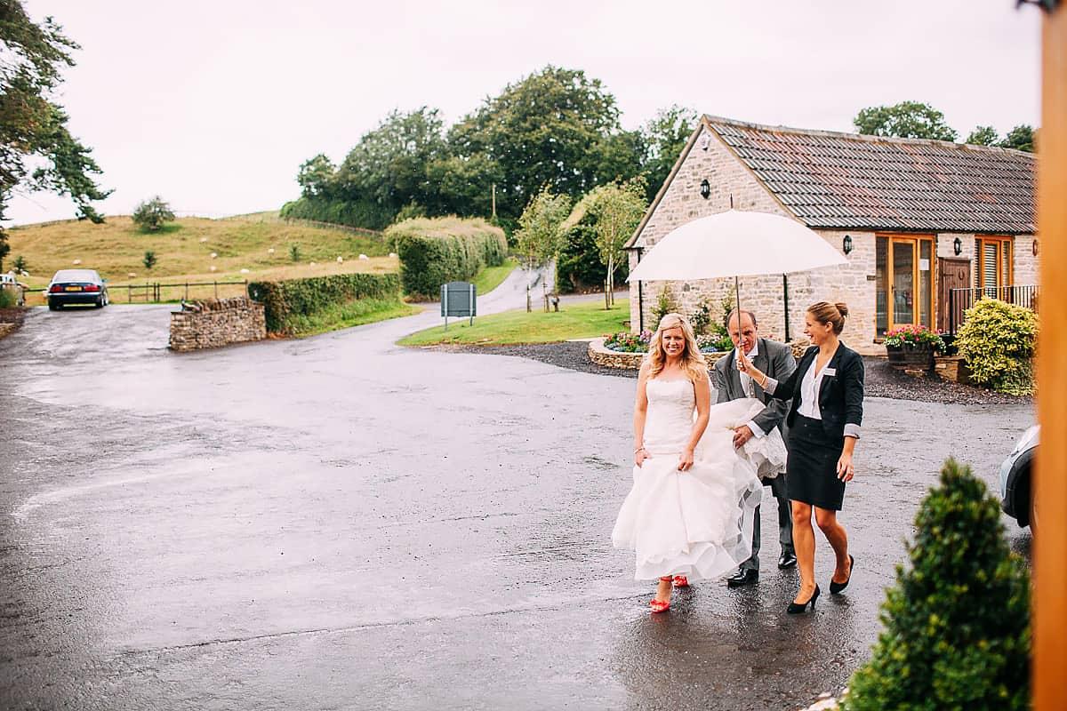 rain uk wedding idea
