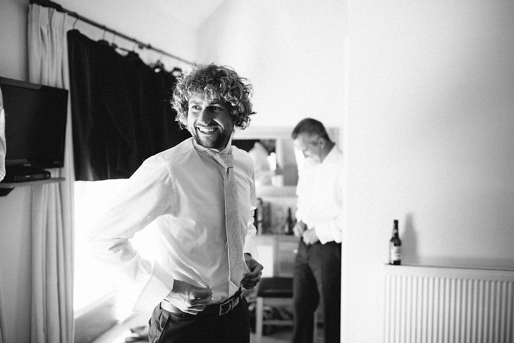 kingscote barn wedding photographer-007