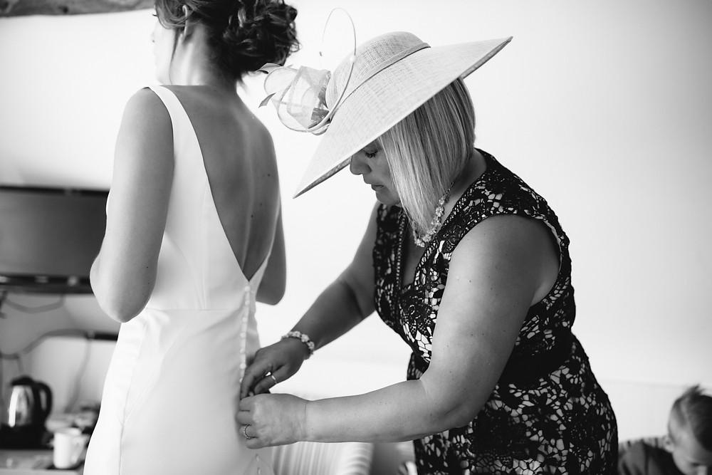 kingscote barn wedding photographer-010