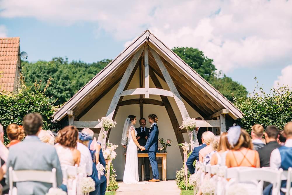 kingscote barn wedding photos
