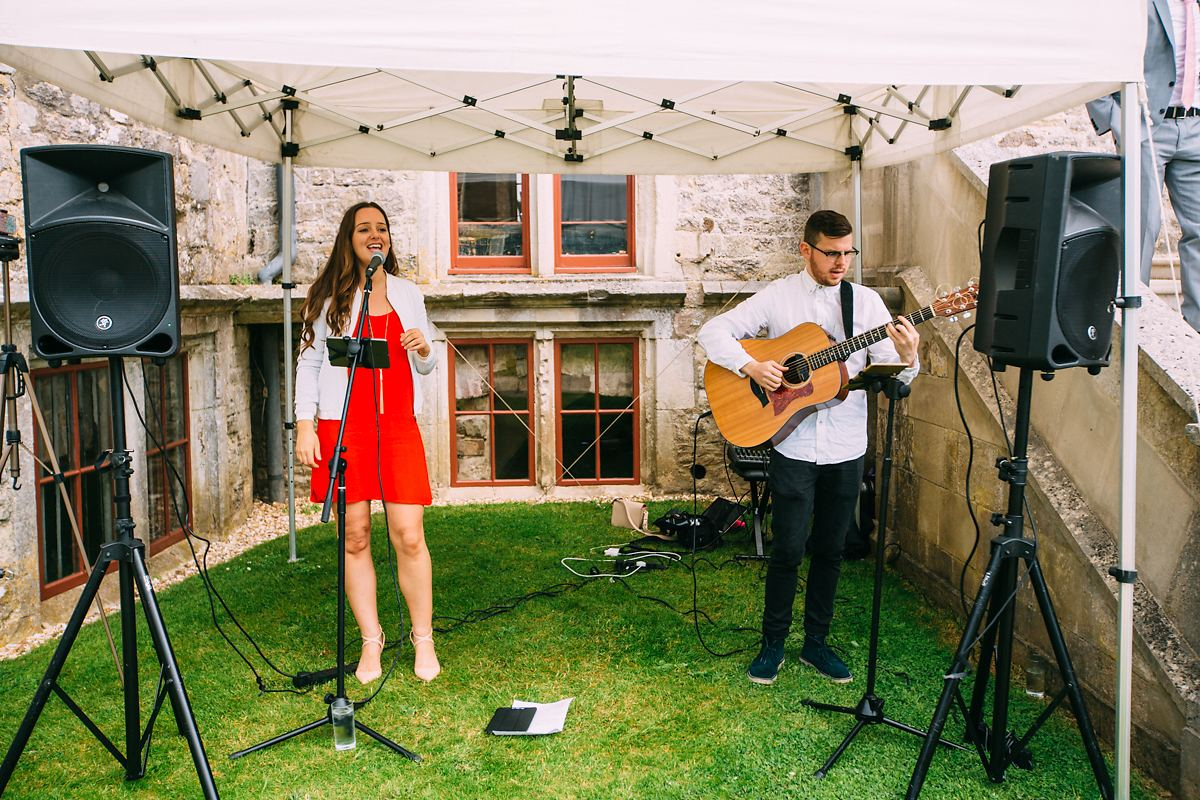 acoustic duo at lulworth castle