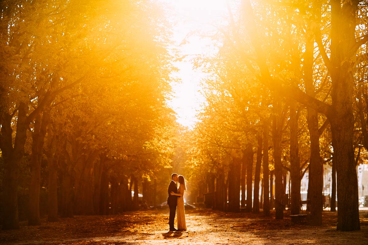 romantic pre wedding shoot paris