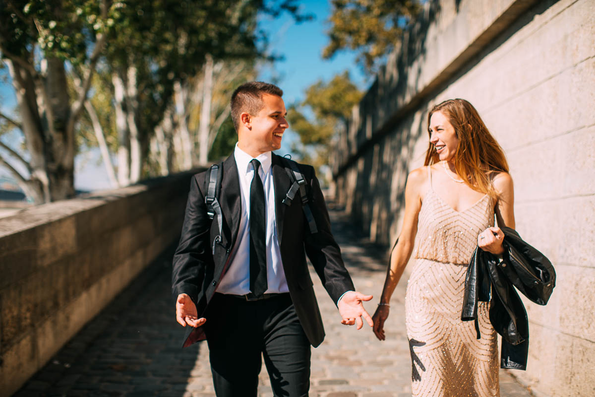 natural engagement photos in Paris