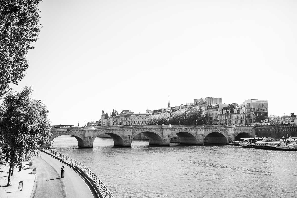 engagement shoot by the seine