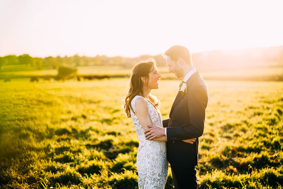 countryside couple photos at sunset in field