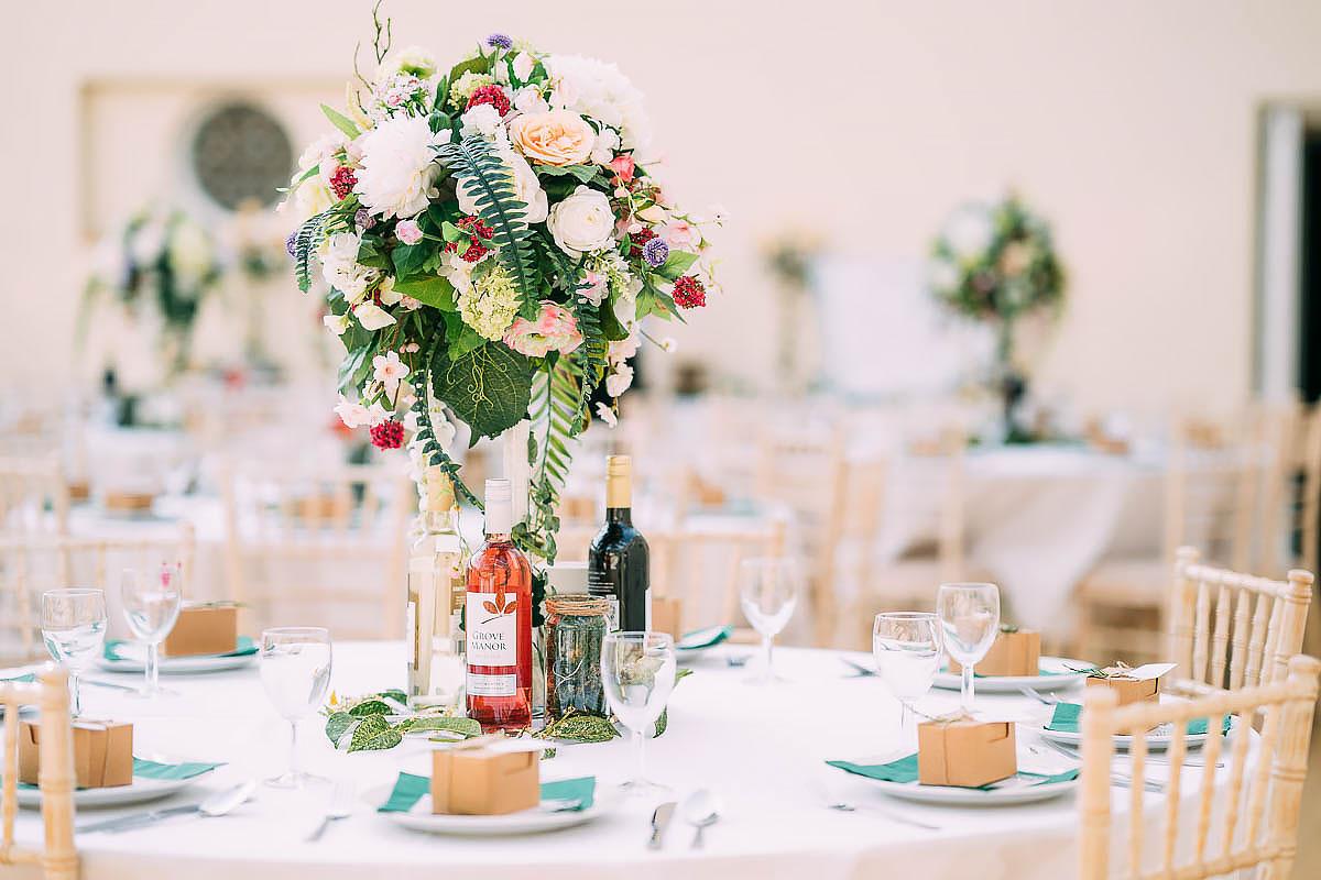 Knowle Manor wedding decorations