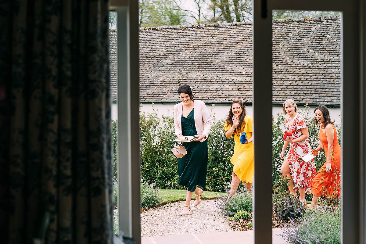 bridal prep photos at The Frogmill