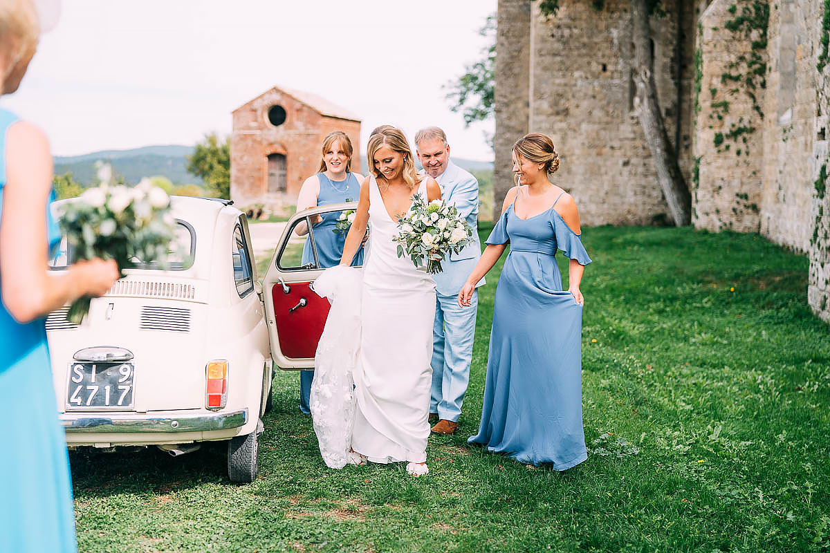 bride arrives at San Galgano abbey