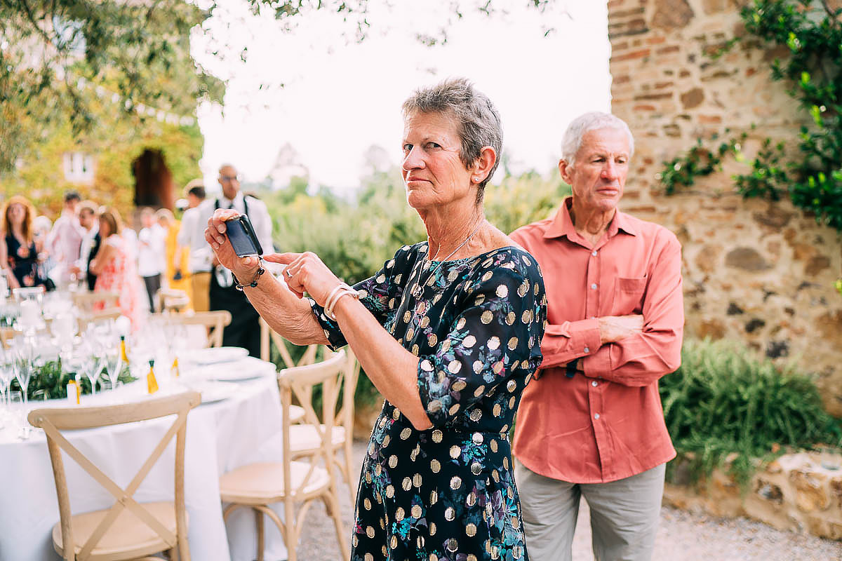 documentary wedding photos in tuscany